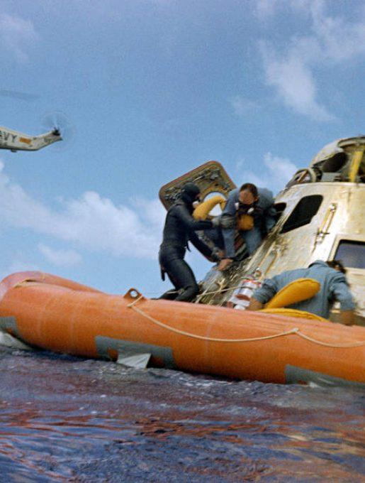 Akcja ratownicza misji Apollo 12. (źródło: NASA)