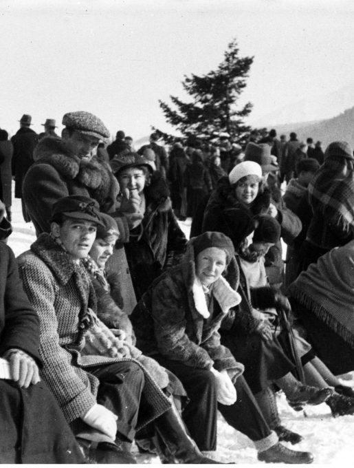 Publiczność ogląda wyścig, 1932r. (źródło: NAC)