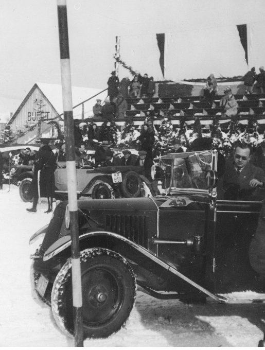 Samochody na starcie wyścigu, 1931r. (źródło: NAC)